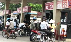 Lập quỹ bình ổn giá, tăng phí xăng dầu