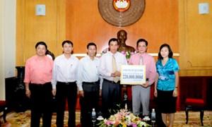 Cán bộ, công nhân viên chức Bộ Tài chính ủng hộ miền Trung