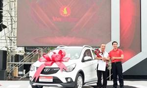Giao 650 chiếc ôtô đầu tiên của VinFast tới tay người Việt