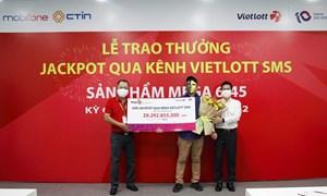 Trao giải 30 tỷ đồng cho thuê bao MobiFone trúng Jackpot qua kênh Vietlott SMS