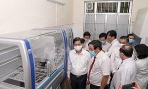 Khánh Hòa tiếp nhận hệ thống máy xét nghiệm SARS-CoV-2 trị giá 4,6 tỷ đồng từ Tập đoàn Hưng Thịnh