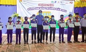 Tập đoàn Novaland tiếp sức chắp cánh ước mơ cho học sinh hiếu học