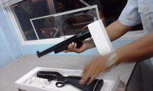 Bắt giữ súng và 2000 viên đạn giấu trong hàng hóa nhập khẩu