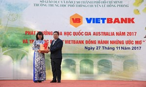 Vietbank trao 30 suất học bổng cho học sinh Trường PTTH chuyên Lê Hồng Phong