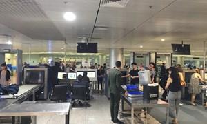 Hai hành khách bị xử phạt hành chính vì mang theo 200 triệu đồng khi xuất cảnh