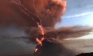 [Video] Núi lửa phun khiến gần triệu người sơ tán