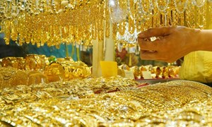 Giá vàng tăng nhẹ do nhu cầu bắt đáy giảm
