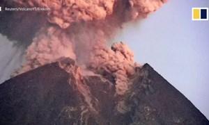 [Video] Núi lửa Merapi phun trào, đưa tro bụi lên cao 2.000 m ở Indonesia