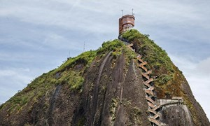 [Video] Tảng đá nguyên khối cao 200 m, tồn tại suốt 70 triệu năm ở Colombia