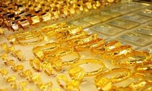 Giá vàng thế giới đi xuống do nhà đầu tư ồ ạt chốt lời