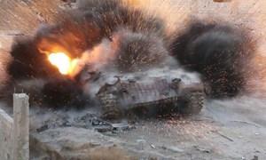 [Infographics] Phiến quân tấn công, xe tăng T-72AV Syria bị bắn nổ tung