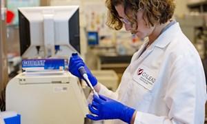[Video] Các nhà khoa học nghiên cứu thuốc điều trị Covid-19 như thế nào?