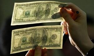 [Video] Cựu mật vụ Mỹ chỉ cách nhận biết đồng 100 USD giả