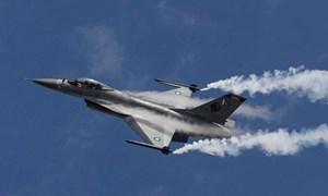 [Video] Hình ảnh máy bay chiến đấu Pakistan gặp nạn khi diễn tập