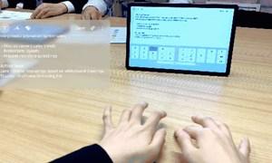 [Video] Công nghệ màn hình giúp đánh máy trên mọi mặt phẳng