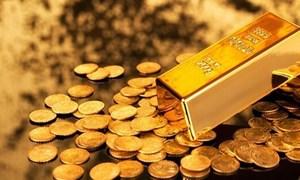 Giá vàng thế giới giảm mạnh, ngược chiều với trong nước