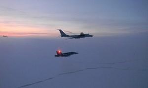 [Infographics] Tiêm kích CF-18 Canada bay vọt lên chặn