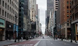 [Video] Đường phố, tàu điện ngầm không bóng người ở New York