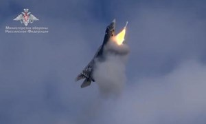 [Video] Su-57 Nga phóng tên lửa khi đang bay thẳng đứng