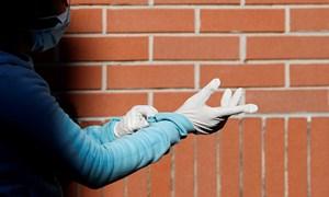 [Video] Công ty sản xuất găng tay lớn nhất thế giới chật vật vì không đủ hàng