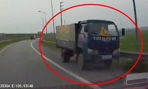 [Video] Xe tải sửa lốp lưu động chạy ngược chiều trên Quốc lộ 1A