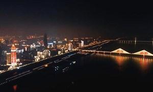 [Video] Vũ Hán sáng đèn như đêm giao thừa mừng thời khắc dỡ phong tỏa