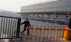 [Video] Trung Quốc phong tỏa thành phố Tuy Phân Hà