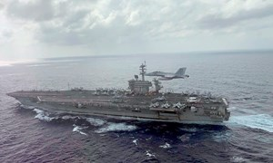 [Infographics] Siêu tàu sân bay Mỹ bị dịch Covid-19