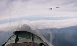 [Video] Nga xuất kích Su-27 kèm sát chiến đấu cơ F-16 của Bỉ