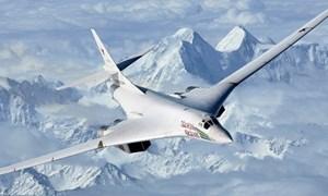 [Video] Tiêm kích 4 nước NATO vây quanh oanh tạc cơ Tu-160 Nga