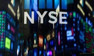Mỹ quyết tăng thuế với hàng Trung Quốc, Dow Jones sụt hơn 450 điểm