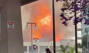[Video] Nổ lớn tại trung tâm thương mại ở Mỹ, 11 lính cứu hỏa bị thương