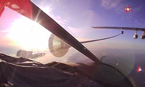 [Video] Cảnh tiếp nhiên liệu ngoạn mục trên không của chiến đấu cơ Nga