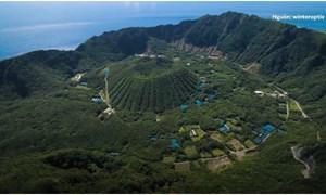 [Video] Ngôi làng nằm trên miệng núi lửa đang hoạt động