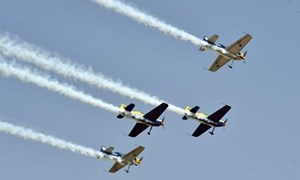 [Video] Cận cảnh hàng trăm chiếc máy bay trình diễn tại Trung Quốc