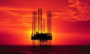 Giá dầu sụt giảm sâu khi nguồn cung tăng vọt