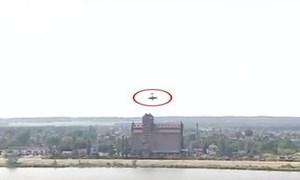 [Video] Khoảnh khắc máy bay lao xuống sông trong lúc nhào lộn trên không