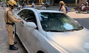 [Video] Lực lượng cảnh sát giao thông Hà Nội quyết liệt xử lý ô tô dừng, đỗ sai quy định