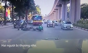 [Video] Né chốt 141, nam thanh niên chạy ngược chiều gây tai nạn ở Hà Nội