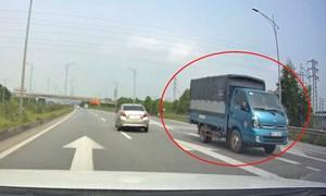 [Video] Xe tải chạy ngược chiều trên cao tốc Hà Nội – Bắc Giang