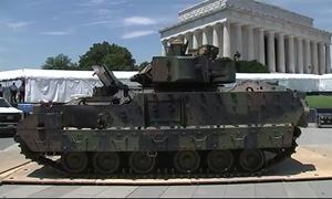 [Video] Lính Mỹ lót đường cho Thiết giáp M2 Bradley tới Thủ đô dự duyệt binh quốc khánh