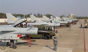 [Infographics] Bất ngờ Trung Quốc cho 40 tiêm kích J-10 áp sát biên giới Ấn Độ từ ngả Pakistan