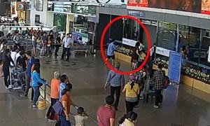 [Video] Hàng loạt vụ ngáo đá gây rối ở sân bay Tân Sơn Nhất gây lo ngại về an ninh