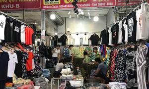 [Video] Kiểm tra, phát hiện nhiều sản phẩm thời trang giả các thương hiệu lớn tại Hà Nội