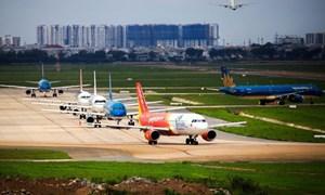 [Video] Máy bay xếp hàng chờ cất cánh tại Tân Sơn Nhất do sửa đường băng