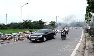 [Video] Rác vẫn ùn ứ cả trăm mét ở Nam Sơn, dù Hà Nội đã chốt phương án đền bù
