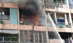 [Video] Cháy kí túc xá, cảnh sát giải cứu 28 người mắc kẹt an toàn