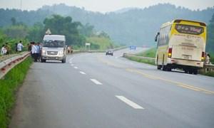 [Video] Nguy cơ mất an toàn giao thông trên cao tốc Hà Nội - Lào Cai