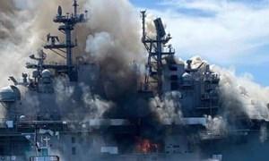 [Video] Siêu tàu đổ bộ Mỹ bốc cháy và có nguy cơ bị loại biên vì thiệt hại nặng nề