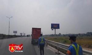 [Video] Xử lý xe dừng, đỗ trên đường tiềm ẩn tai nạn giao thông